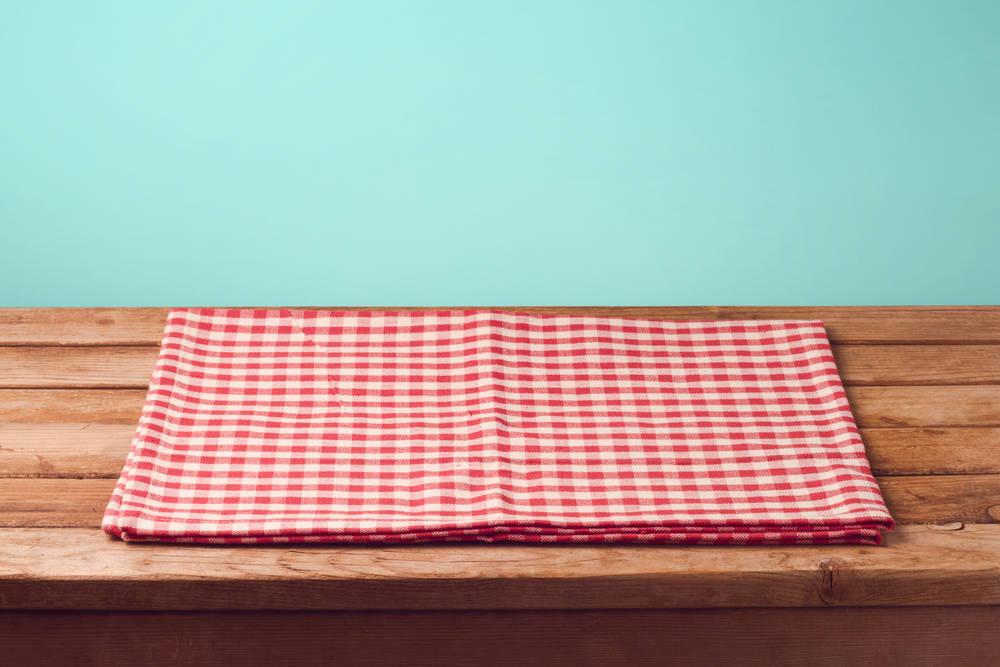 Mantelería y servilletas: elementos clave en un bar