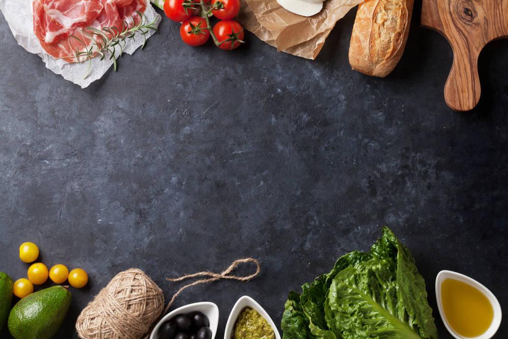 Cuándo y cómo debes presentar un plato en una pizarra