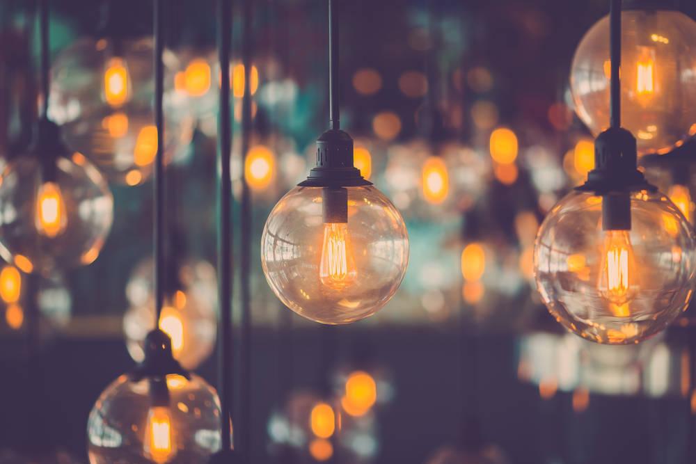 Reduce gastos ahorrando en la factura de la luz