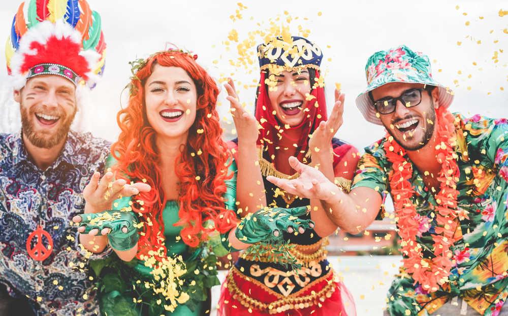 Los concursos de disfraces entre bares ganan presencia en el Carnaval español